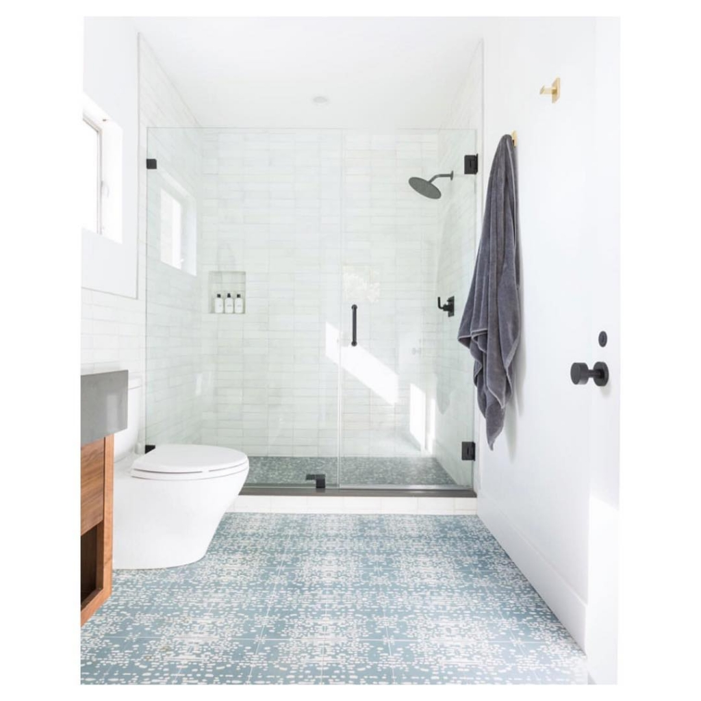 Blue and white classic pattern tile floor
