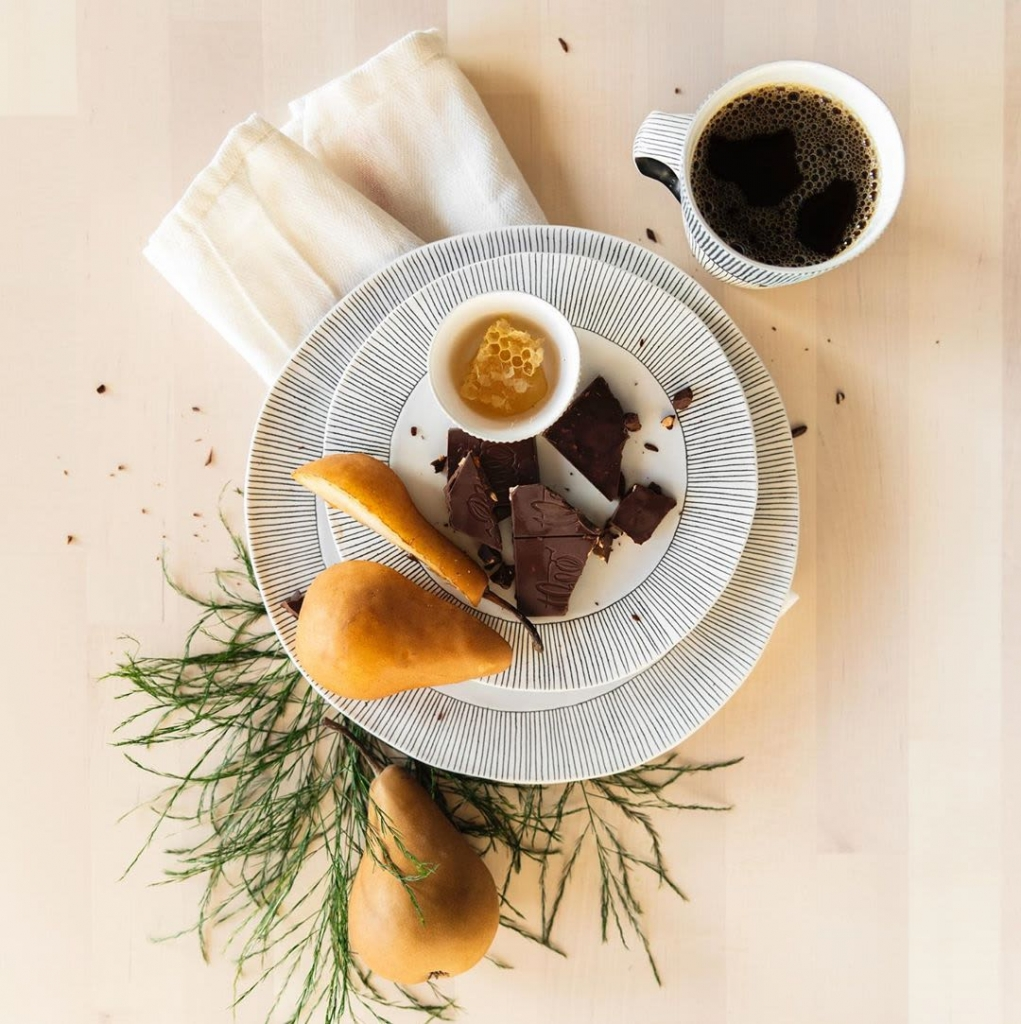 black and white line design dinner plates